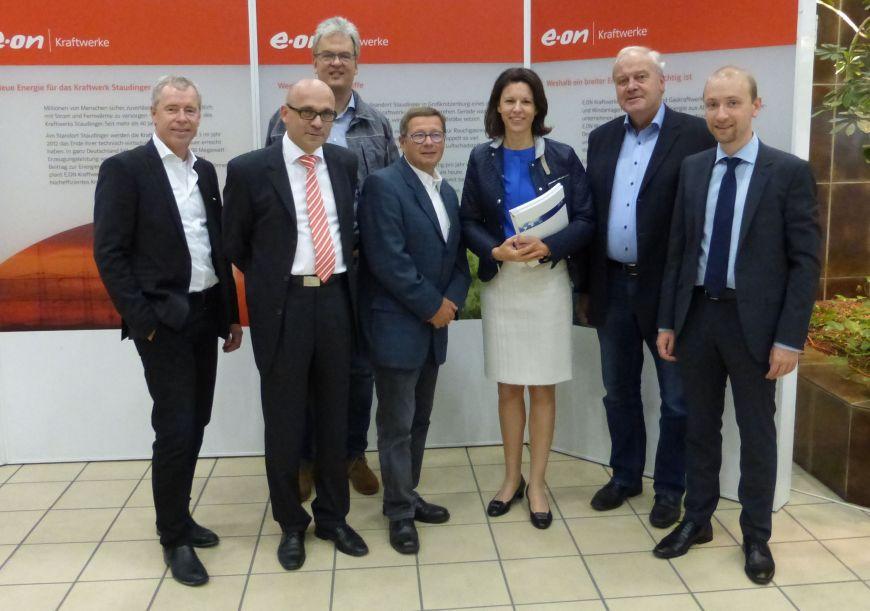 Von rechts: Max Schad, Friedhelm Engel, Dr. Katja Leikert, Edgar Kaufhold, Dr. Matthias Neubronner, Dr. Stefan Ulreich und Matthias Hube.