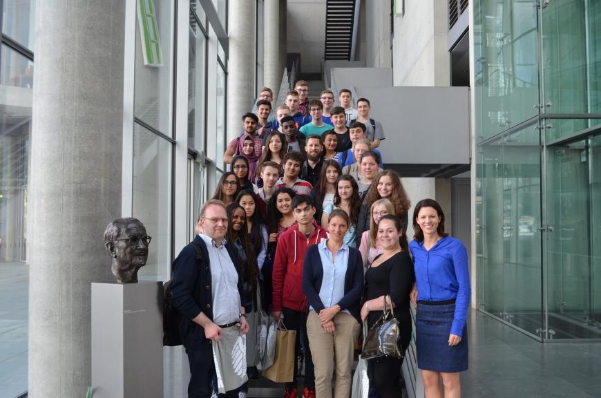 2016-07-04 Dr. Katja Leikert - Schulklasse aus Maintal besucht Reichstag