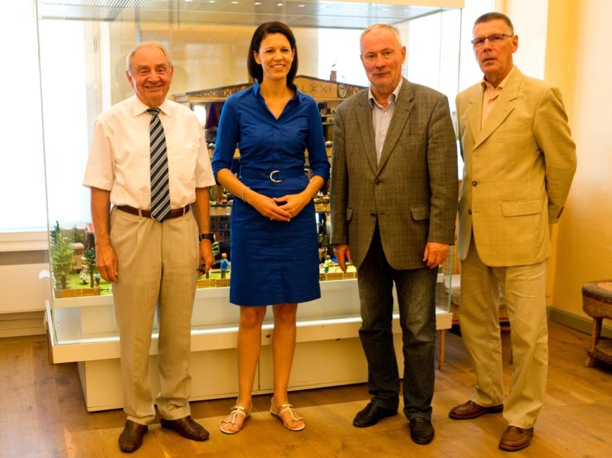 V.l.n.r.: Konrad Jung (Leiter Wahlkreisbüro Leikert), Dr. Katja Leikert, Helmut Geyer (Leiter) und Joachim Wiebel.