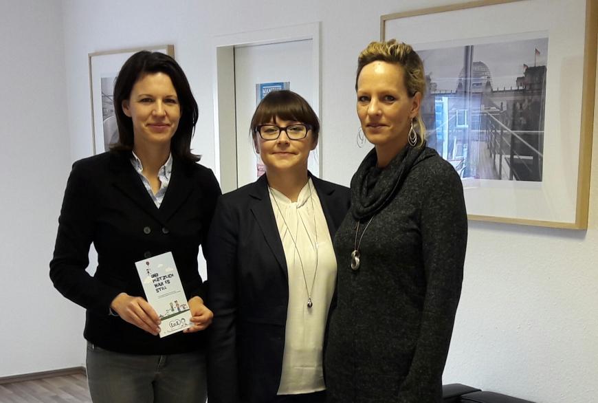 V.l.n.r.: Dr. Katja Leikert, Elke Feit und Tanja Gethöffer.