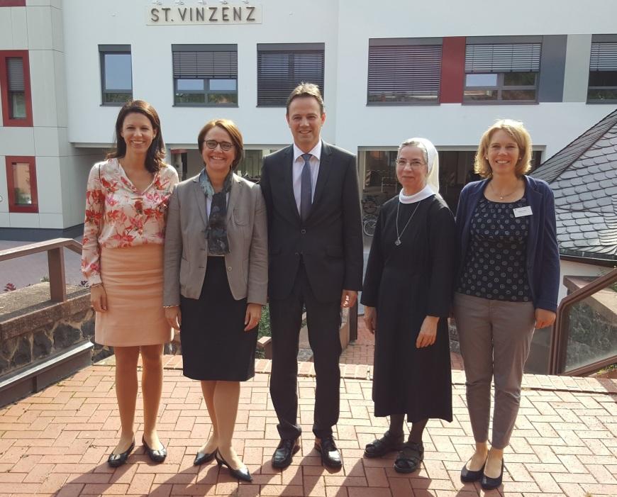 2017-08-31 Dr. Katja Leikert - Annette Widmann-Mauz besucht St. Vinzenz-Krankenhaus Hanau