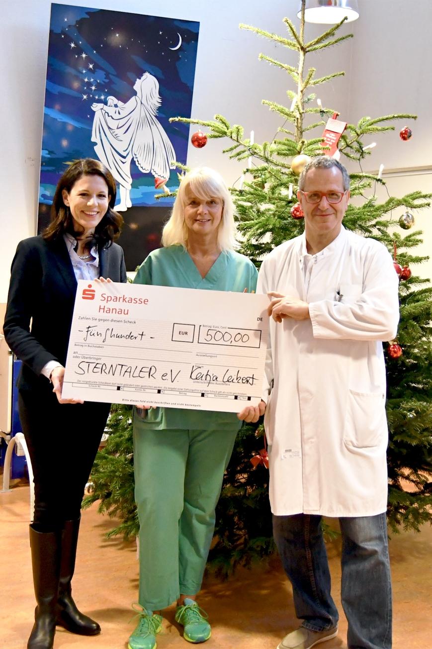 Klinikum Hanau_Spendenübergabe_Fr Dr Leikert